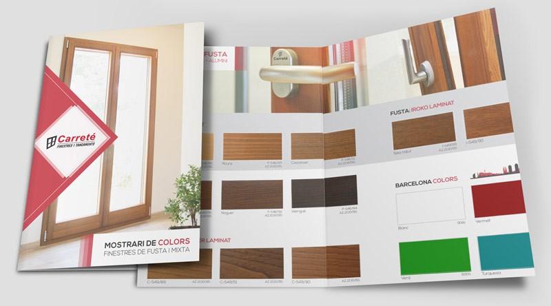 Paleta de colores de ventanas de madera y ventana mixta