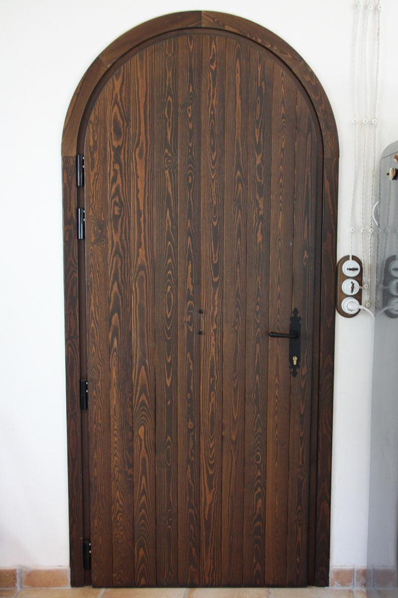 porta de fusta de pi wengue reforma Club Hipic Julivert Riudoms per la fàbrica de finestres i tancaments Carreté Finestres -arquitectes