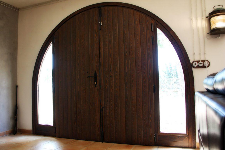 puerta de entrada de madera de alta seguridad reforma Club Hipic Julivert