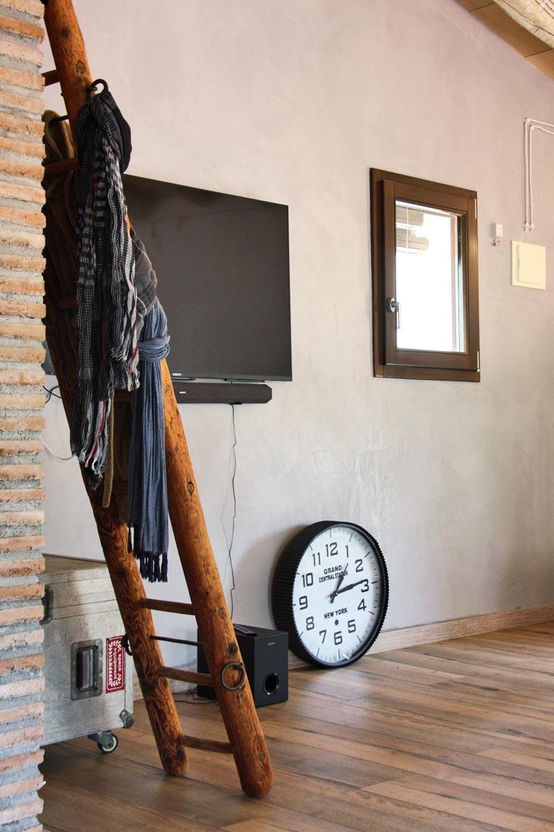 finestres de fusta ecològica Club Hipic Julivert Riudoms per la fàbrica de finestres i tancaments Carreté Finestres -interiorismo vintage