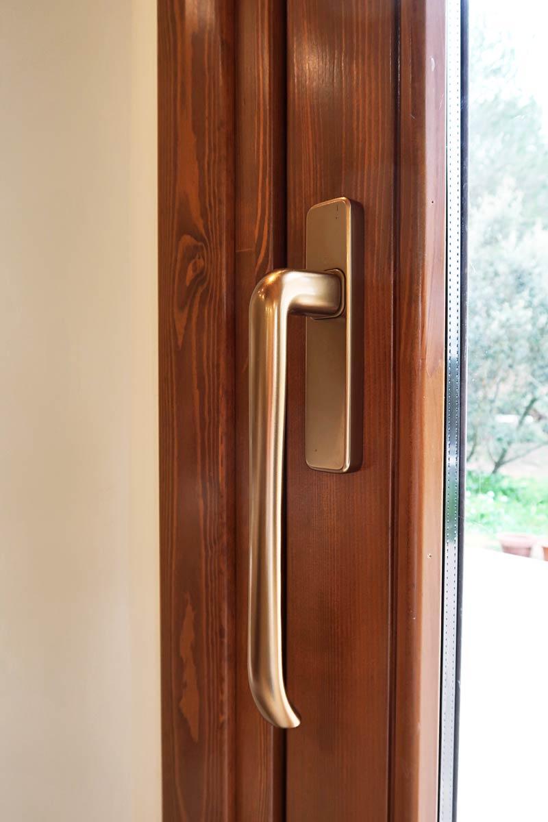 finestrals de fusta dissenyades amb criteris d'eficiència i seguretat per Carreté Finestres Girona-tancaments hermètics