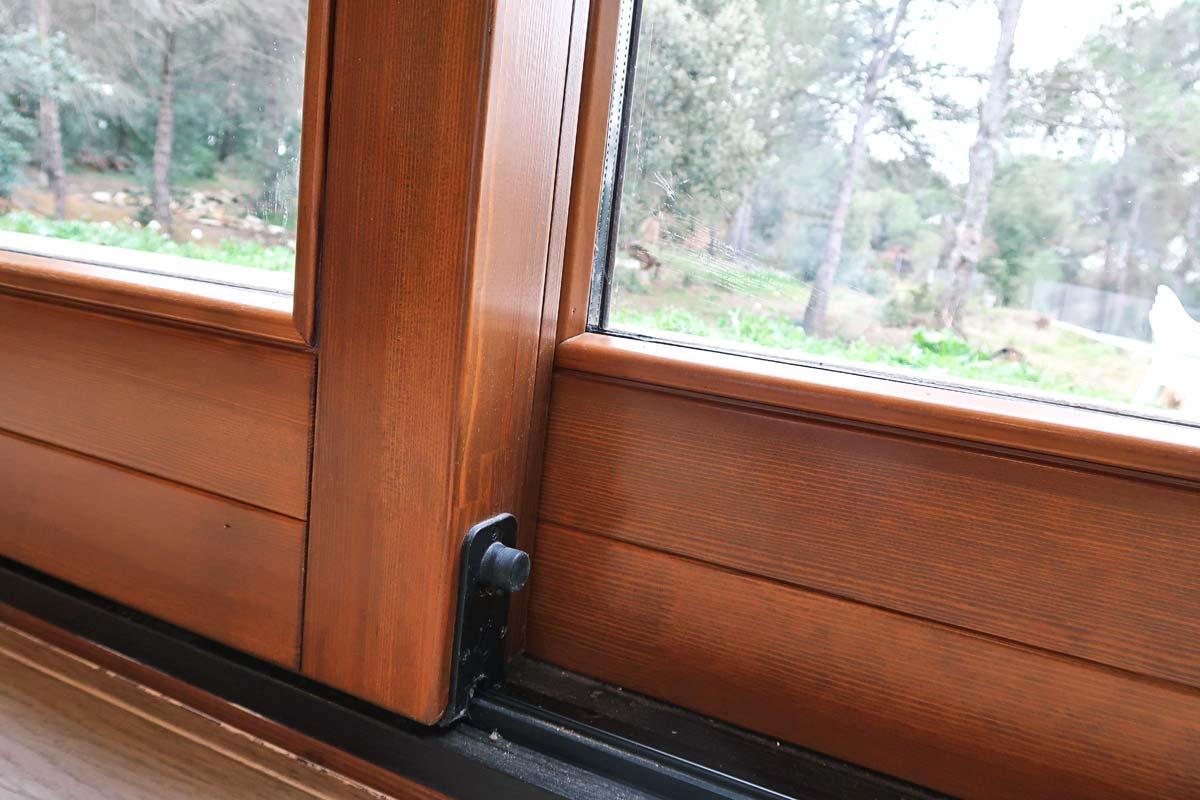 finestres de fusta ecològica de gran seguretat i alta eficiència tèrmica per Carreté Finestres Girona-silva 68