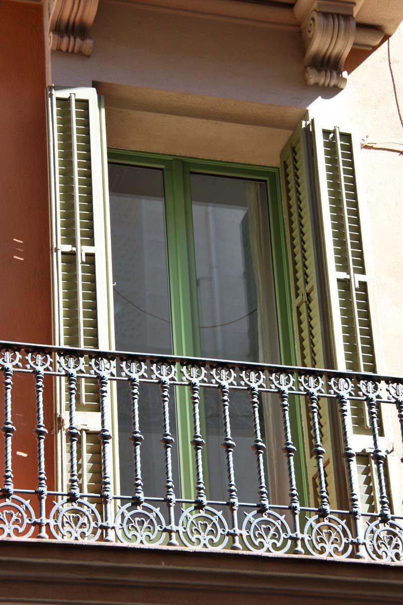 Reforma de ventanas de madera antigua en Barcelona