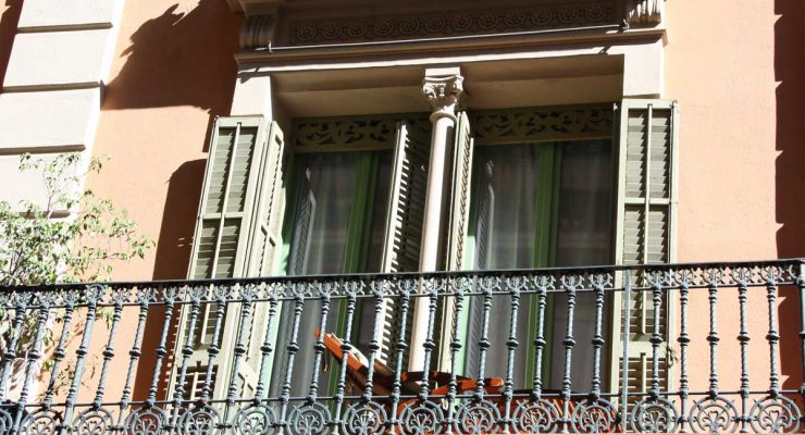 Renovación de ventanas de madera antiguas en Barcelona