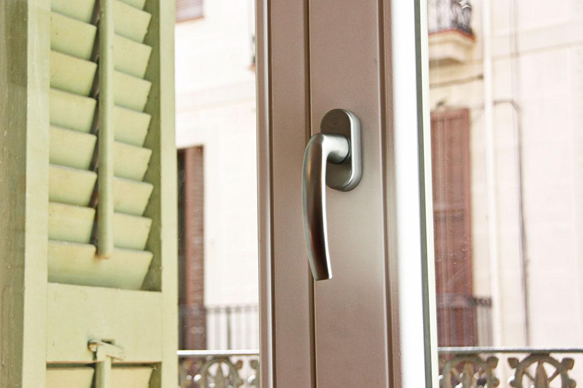 Reforma de ventanas de madera antigua en Barcelona- fabricadas por Carreté Finestres