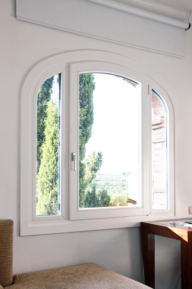 ventanas de madera de pino perfil europeo Hotel Mas Passamaner fabricadas por Carreté Finestres fabrica de ventanas en La Selva del Camp