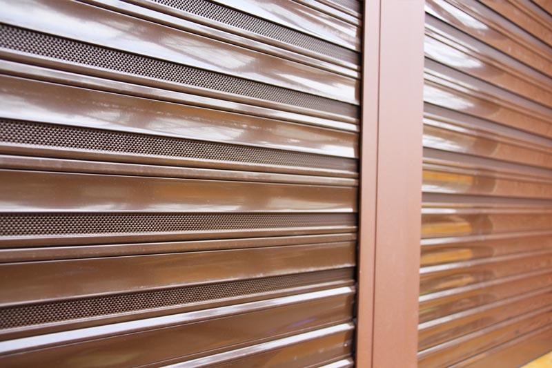 reforma ventanas mixtas de aluminio y madera en Priorat Carreté Finestres- cierres perfil europeo-persiana de madera