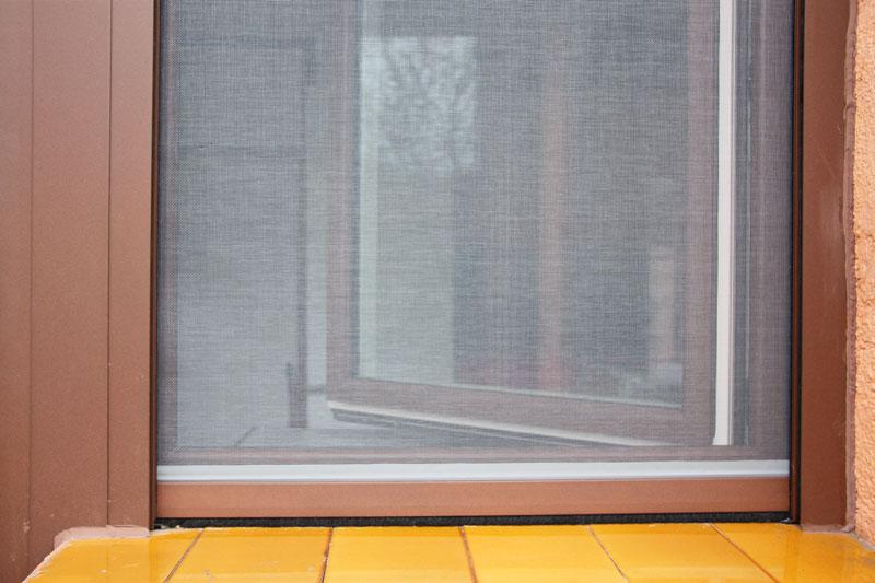 reforma ventanas mixtas de aluminio y madera en Priorat Carreté Finestres- cierres perfil europeo-mosquiteras