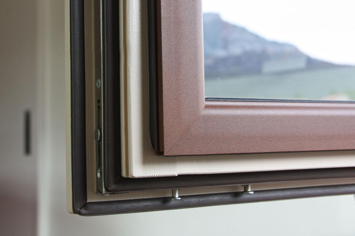 reforma finestres mixtes d'alumini i fusta a Priorat Carreté Finestres-perfil europeu