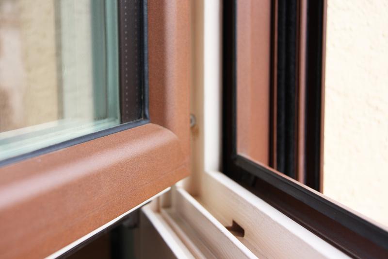 reforma ventanas mixtas de aluminio y madera en Priorat Carreté Finestres- cierres perfil europeo-aislamiento térmico