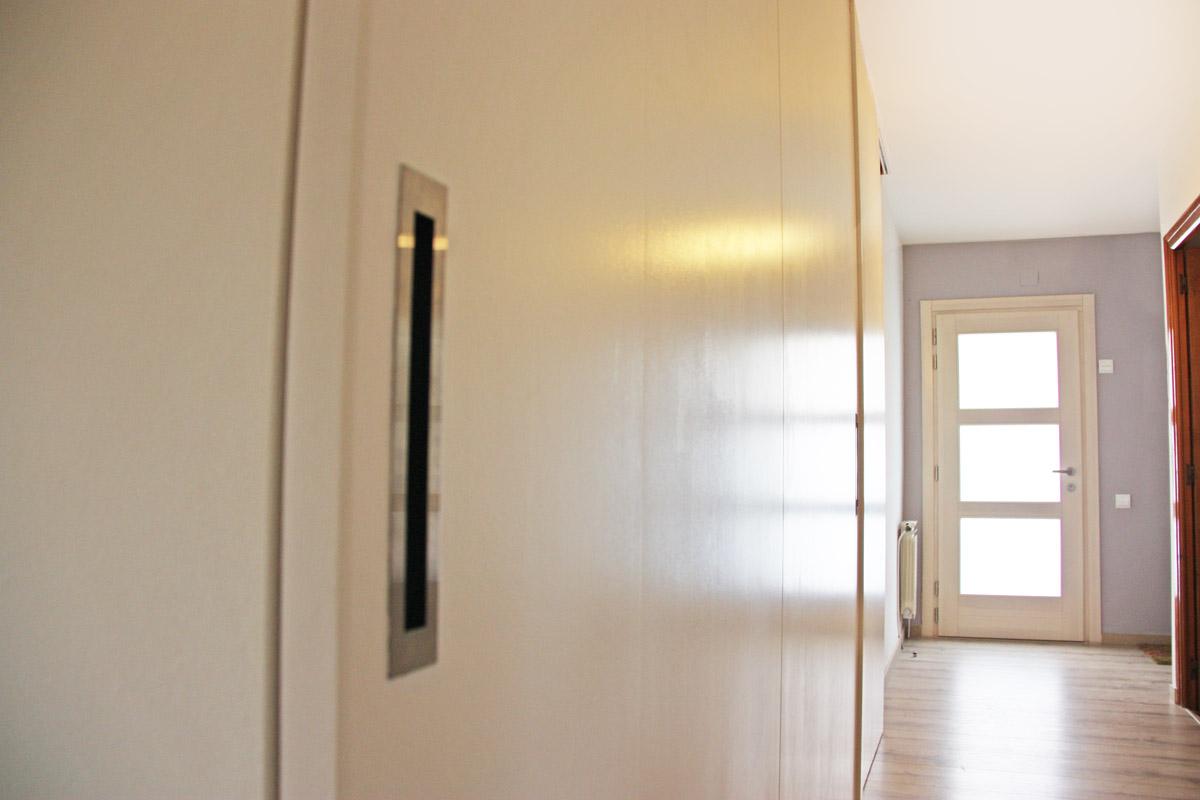 reforma ventanas mixtas de aluminio y madera en Priorat Carreté Finestres- cierres alta transmitancia -lleva seguridad