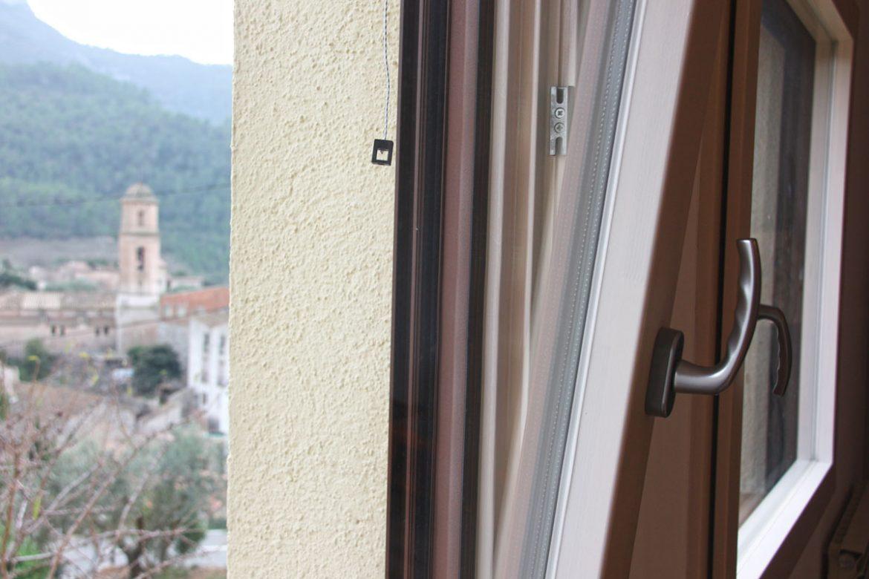 ventanas mixtas de aluminio y madera en Priorat Carreté Finestres- cierres alta transmitancia
