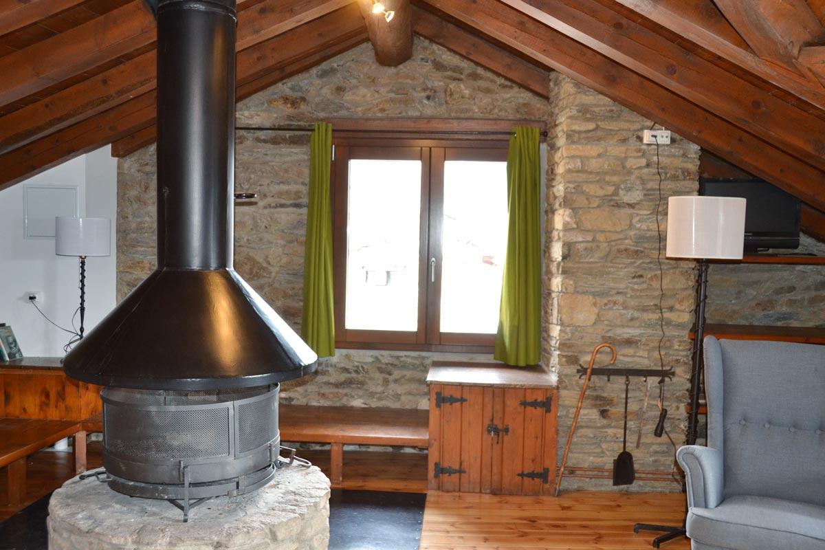 ventanas mixtas de madera y aluminio y carpintería con aislamiento térmico fabricadas por Carreté Finestres en Queralbs Cataluña- Ripollès -rural