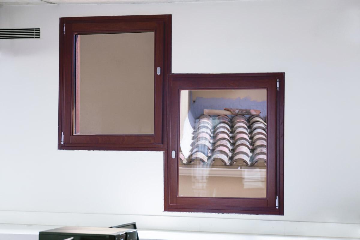 ventanas de madera en Balaguer Lleida fabricadas a medida para Carreté Finestres fabrica de ventanas en La Selva del Camp-madera de pino