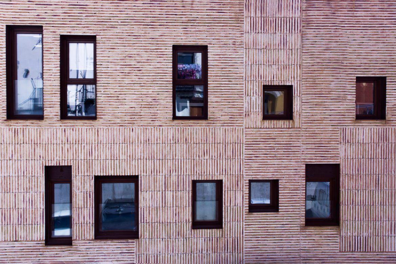 ventana de madera en Balaguer Lleida fabricadas a medida para Carreté Finestres fabrica de ventanas en La Selva del Camp-casal Lapallavacara