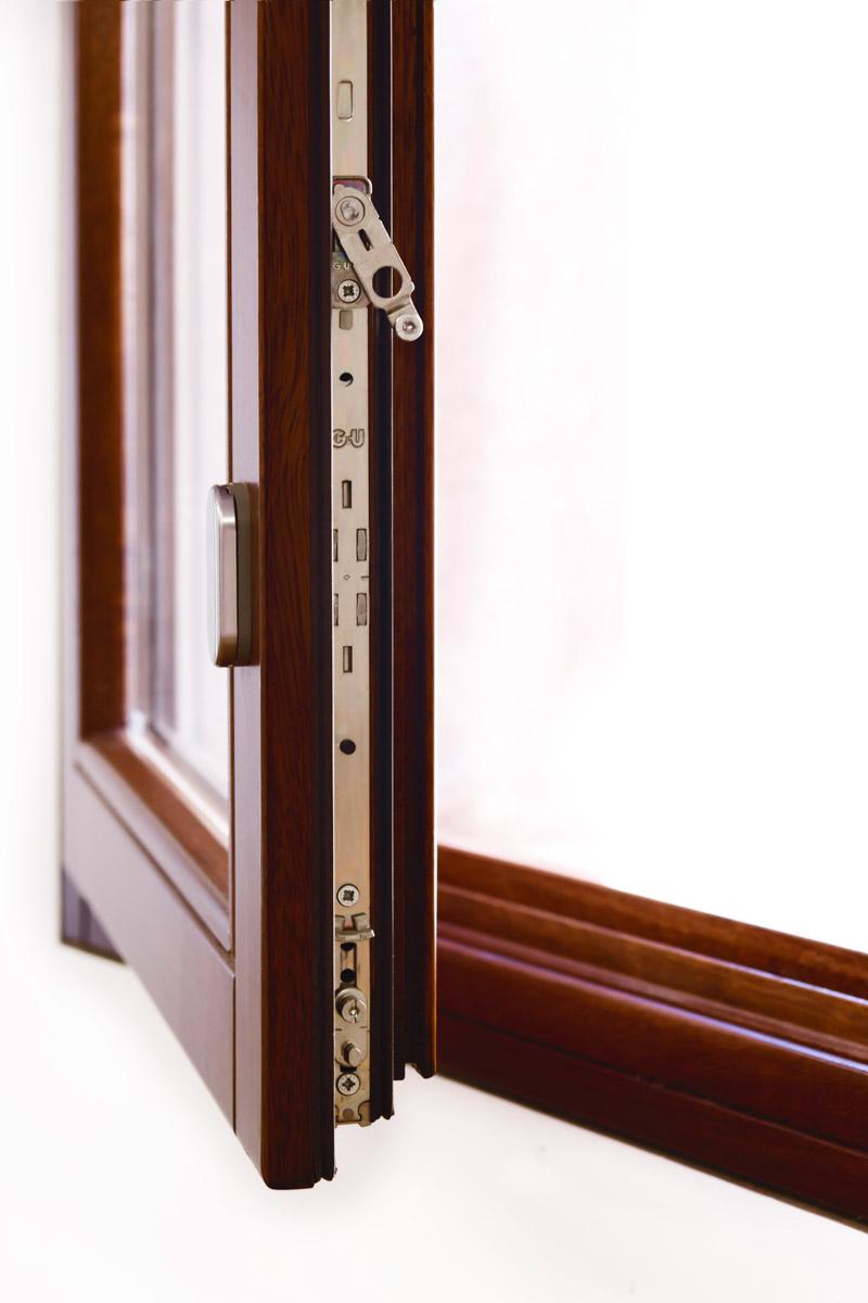ventanas de madera en Balaguer Lleida fabricadas a medida para Carreté Finestres fabrica de ventanas en La Selva del Camp-Gretsch unitas