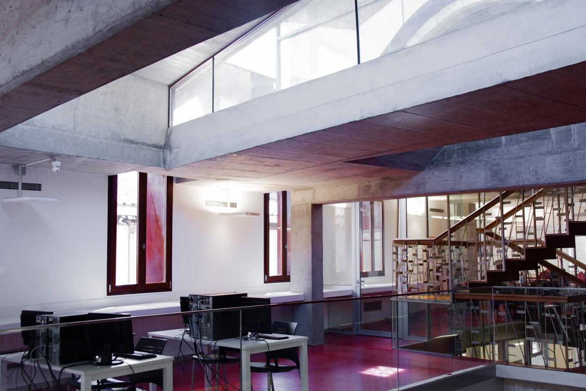 ventanas de madera en Balaguer Lleida fabricadas a medida para Carreté Finestres fabrica de ventanas en La Selva del Camp-obra publica