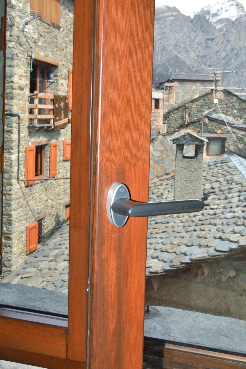 ventanas mixtas de madera y aluminio aislamiento térmico fabricadas por Carreté Finestres en Queralbs Cataluña- Ripollès carpintería a medida