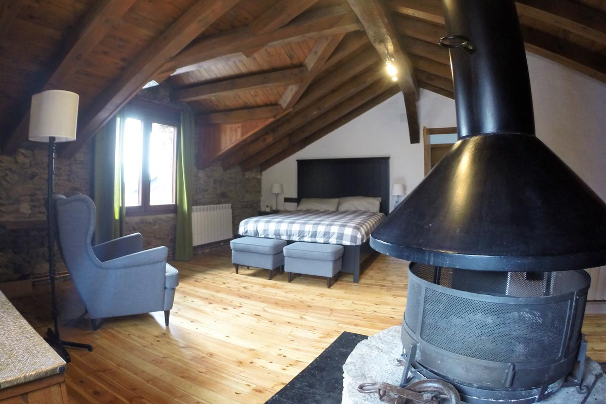ventanas mixtas de madera y aluminio y carpintería con aislamiento térmico fabricadas por Carreté Finestres en Queralbs Cataluña- Ripollès -casa rural