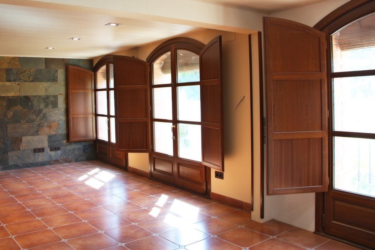 reforma ventanas de madera de Iroko Priorat ventanales de madera a medida