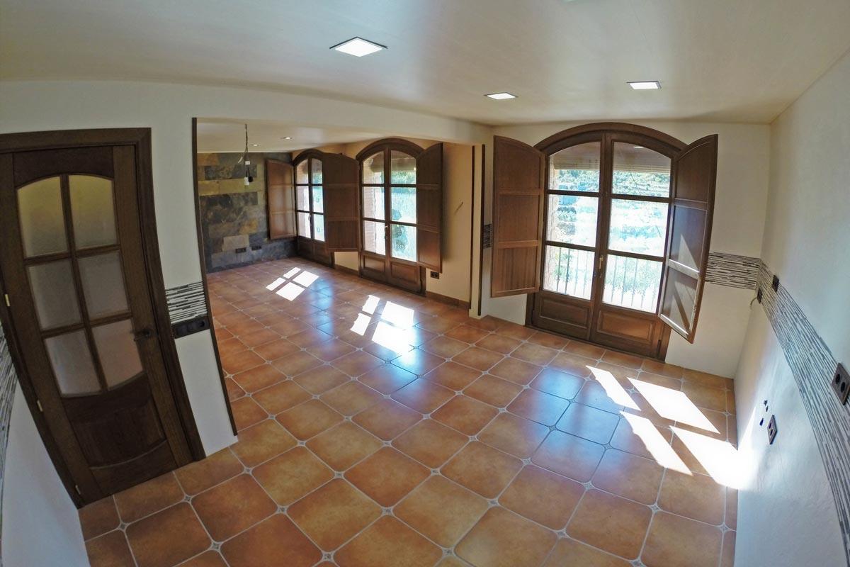 reforma finestres de fusta d'Iroko Priorat finestrals de fusta a mida