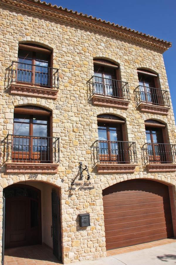 reforma ventanas de madera de Iroko Priorat