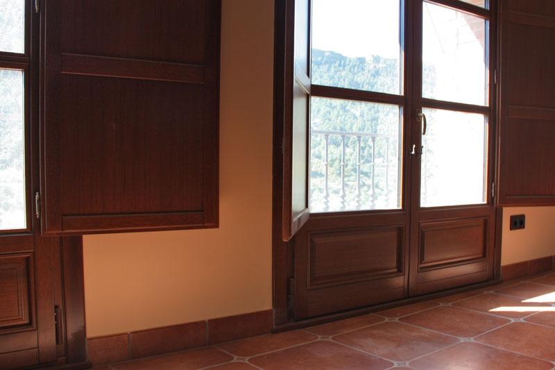 reforma finestres de fusta d'Iroko Priorat finestrals de fusta a mida projecte arquitecte finestres sèrie Silva 68-transmitància tèrmica
