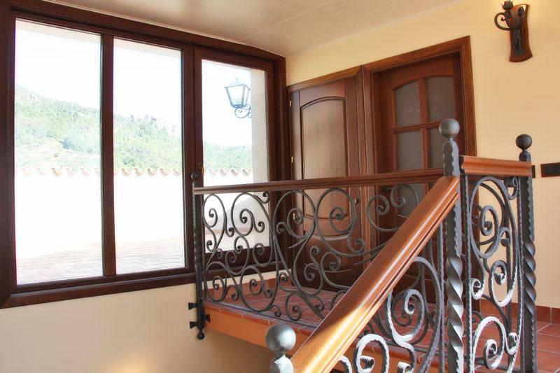 finestres de fusta d'Iroko Priorat mesura tancaments estil clàssic-disseny personalitzat Carreté Finestres