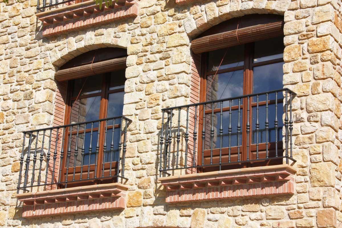 ventanas de madera de Iroko Priorat medida cierres estilo clásico-diseño personalizado para Carreté Finestres carpintería a medida