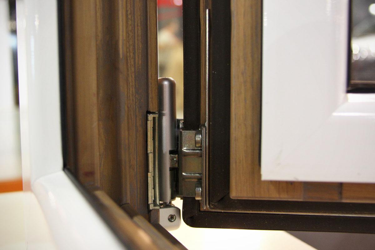 exposición ventanas mixtas de madera y aluminio catálogo fabrica de ventanas y cerramientos Carreté Finestres en ExproReus-Magma oscilobatiente
