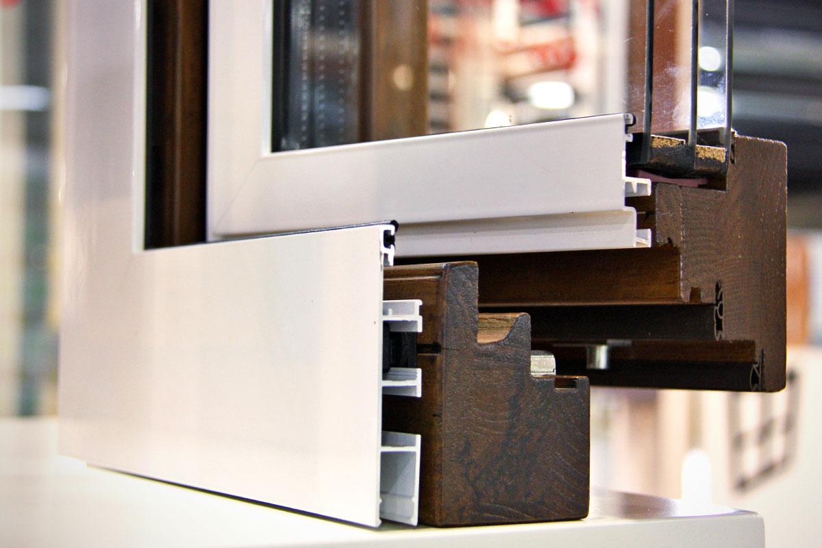 exposición ventanas mixtas de madera y aluminio catálogo fabrica de ventanas y cerramientos Carreté Finestres en ExproReus-perfil europeo