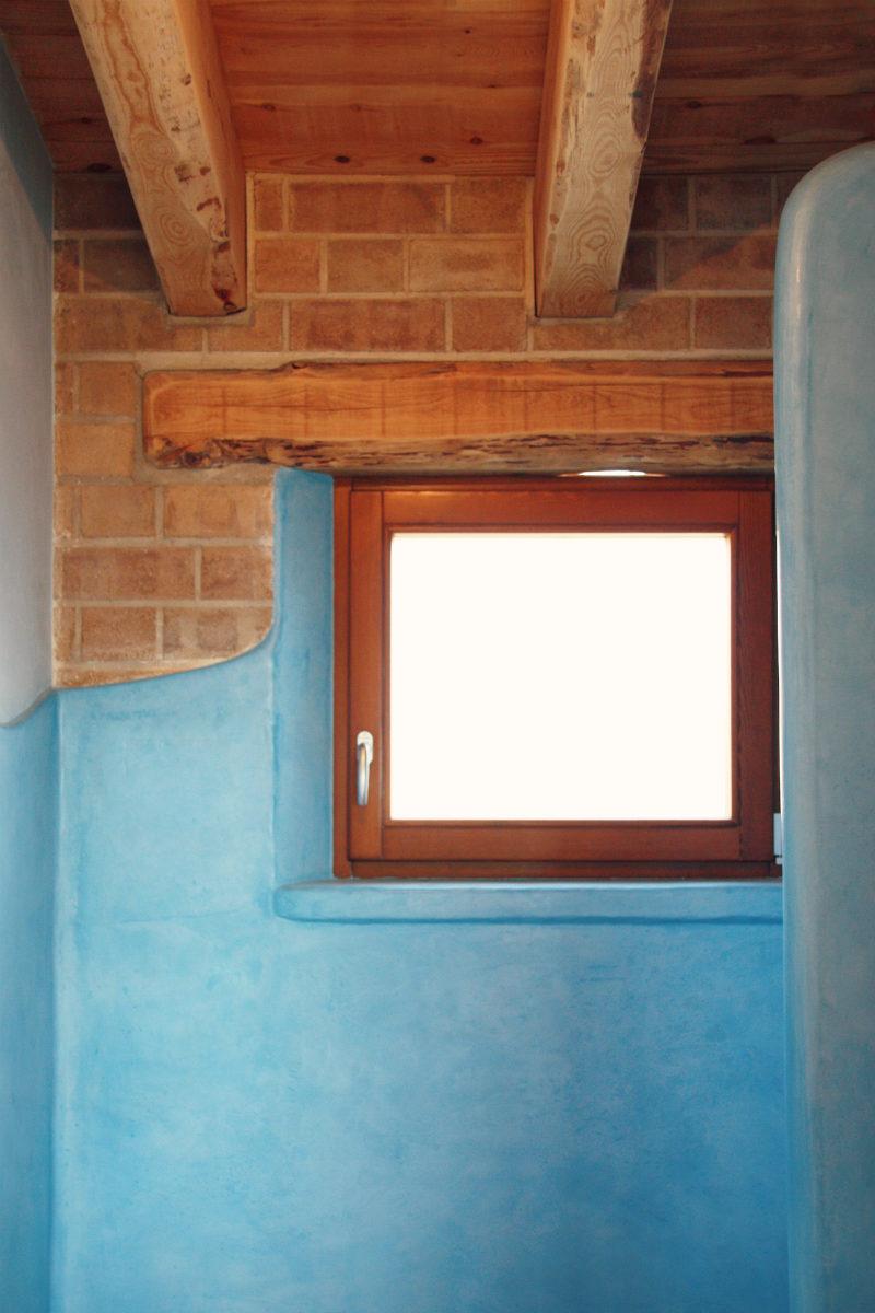 finestres de fusta fabricades per casa sostenible i ecològica a Montmell per Carreté Finestres fabrica de finestres-finestra perfil europeu