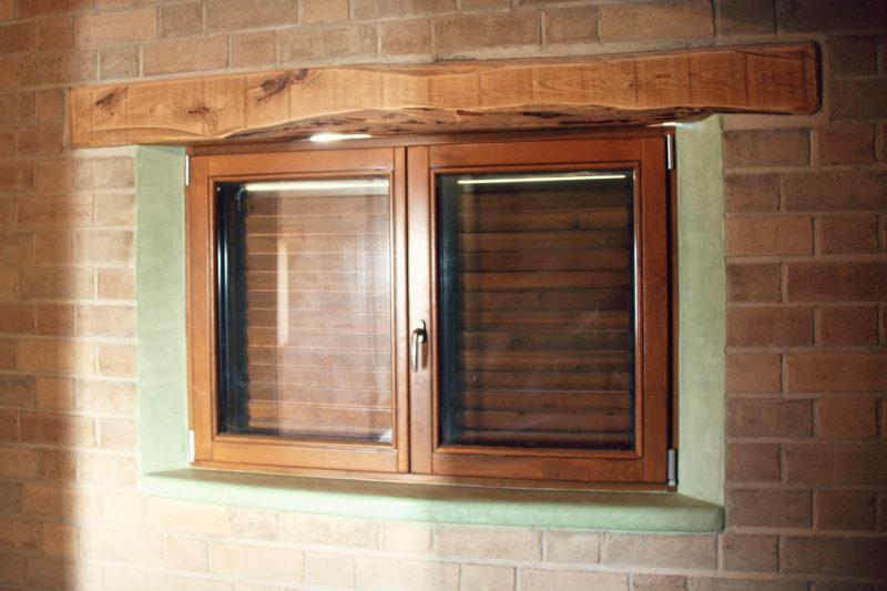 finestres de fusta fabricades per casa sostenible i ecològica a Montmell per Carreté Finestres fabrica de finestres-persiana