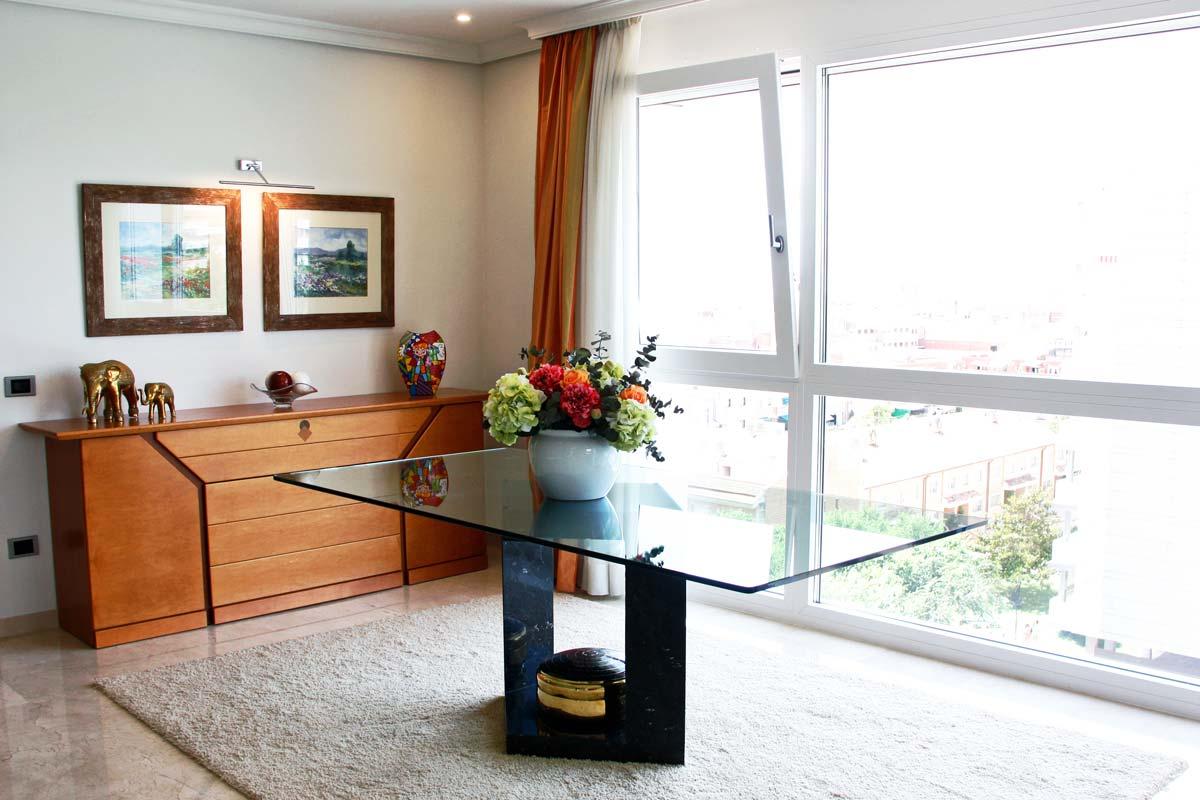 catálogo de ventanas de madera y aluminio oscilobatiente y con perfil mixto reforma vivienda Reus
