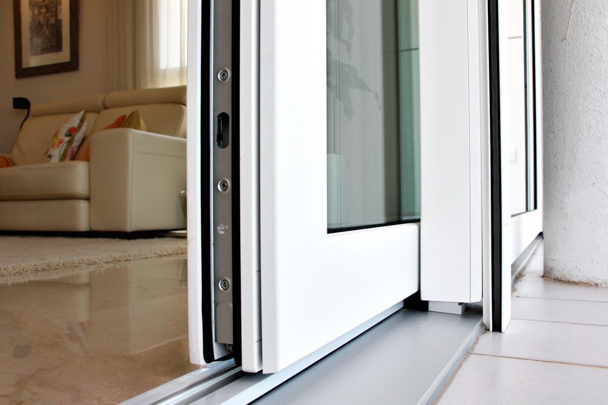Cierre seguridad ventana aluminio awesome soluciones para for Seguridad ventanas correderas