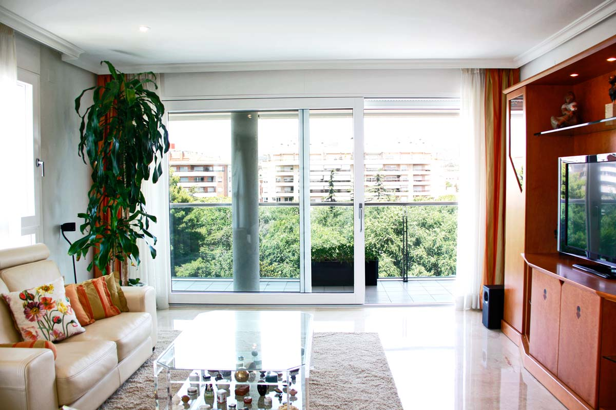 carpintería de ventanas de aluminio y madera, grandes ventanales de aluminio terraza Reus
