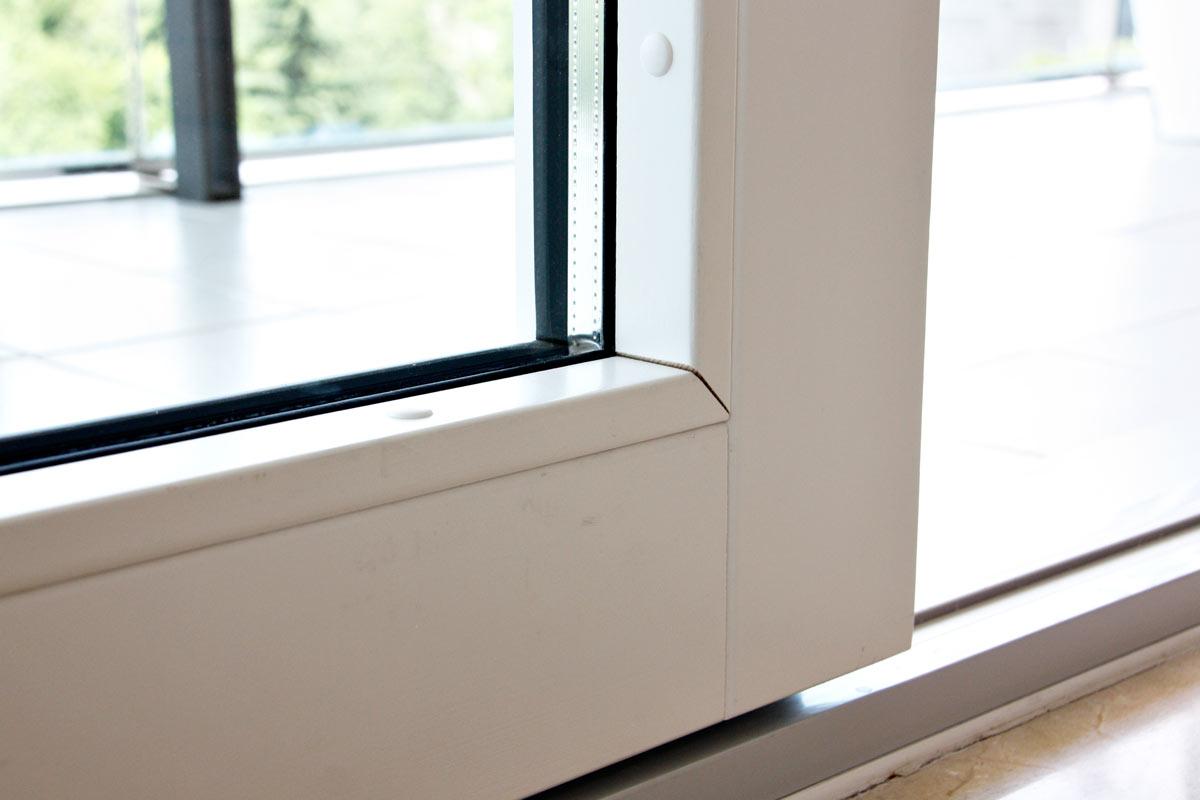 finestres de fusta i alumini exterior corredisses i elevables, amb tancaments de seguretat i acabats de gran qualitat