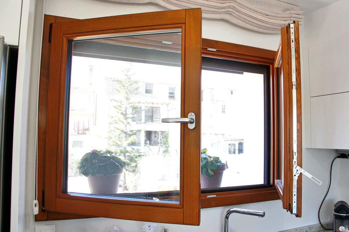 ventanas de madera de gran calidad y eficacia térmica con alta transmitancia térmica de perfil europeo- Santa Coloma de Queralt