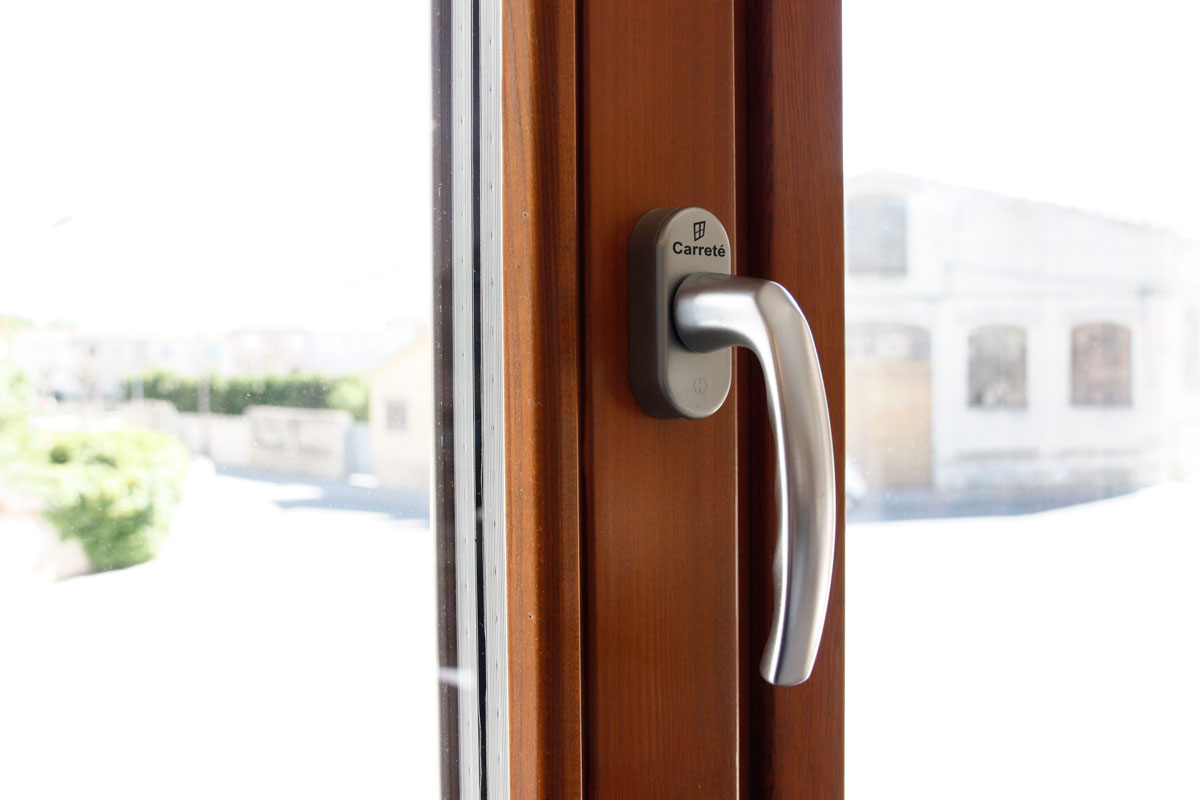 ventanas de madera de gran calidad y eficacia térmica con alta transmitancia térmica