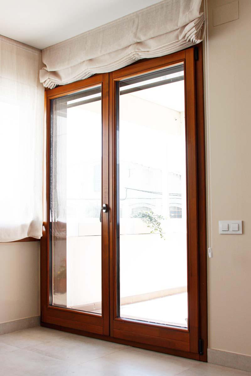 ventanas de madera ecológica de alta transmitancia térmica y cierre hermético-exterior terraza-Santa Coloma de Queralt