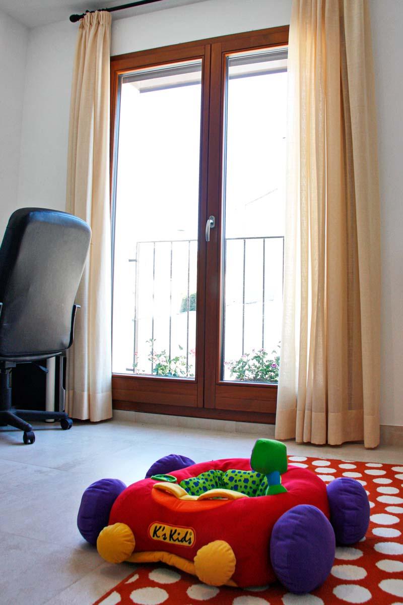 ventanas de madera ecológica de alta transmitancia térmica y cierre hermético-exterior terraza-Santa Coloma de Queralt Conca de Barberà