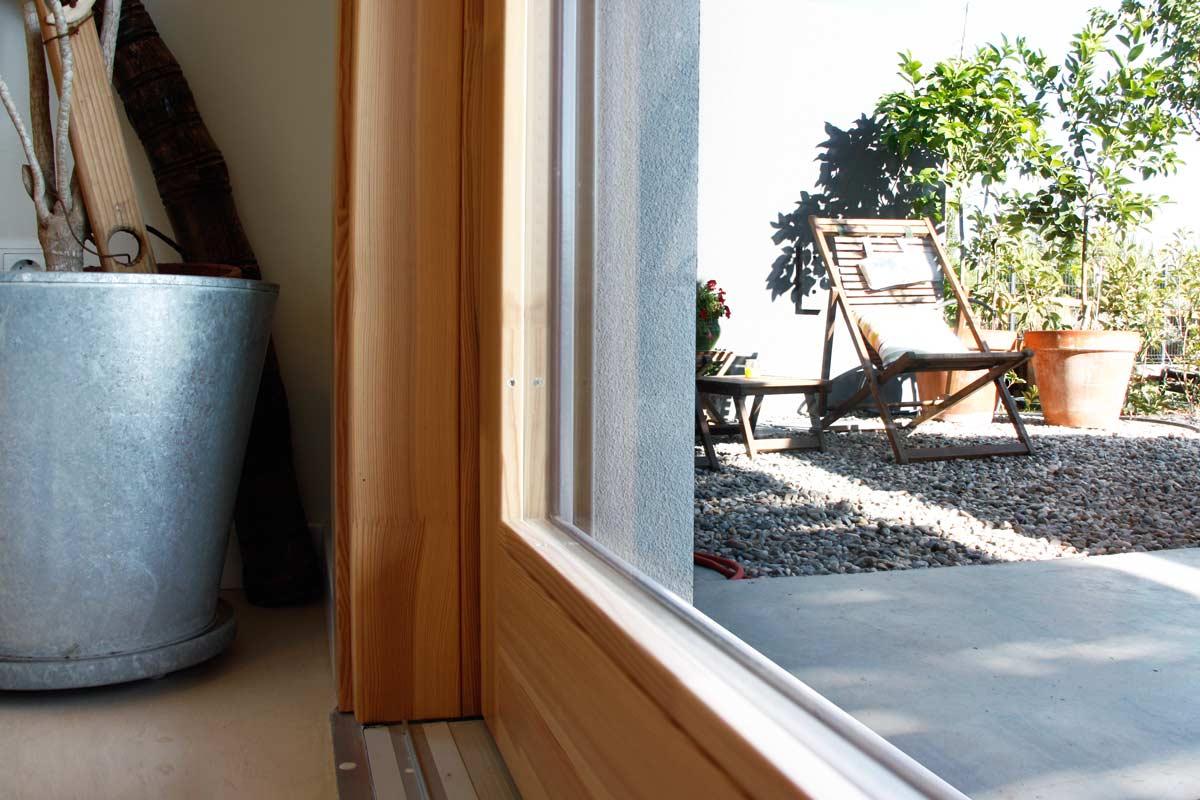 Venda de finestres de fusta hermètiques oscil·lobatents i corredisses