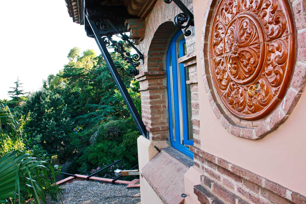 ventanas de madera de pino perfil europeo color personalizado original Hotel Mas Passamaner-diseño arquitectura