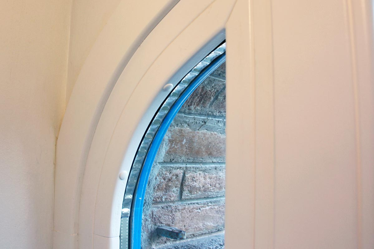 ventanas de madera de pino ecológica sostenible con aislamiento térmico y acústico Hotel Mas Passamaner-interiorismo perfil europeo