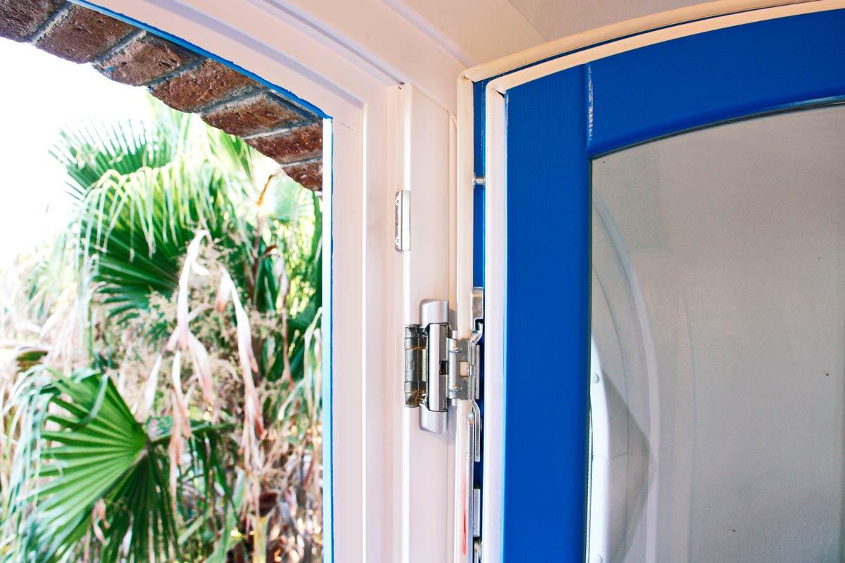 ventanas de madera perfil europeo doble color personalizado con aislamiento térmico y acústico Hotel Mas Passamaner