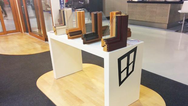 exposición fabrica de ventanas y cerramientos Carreté Finestres ventanas de madera mixtas y ventanas de madera y aluminio en feria Expro Reus