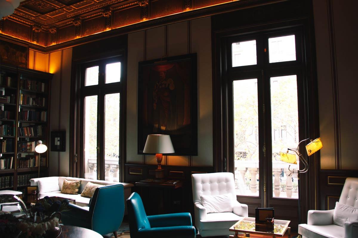 reforma ventanas de madera en el Hotel Cotton House Hotel Barcelona-ventanas biblioteca
