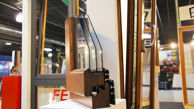exposición fabrica de ventanas y cerramientos en nuestro blog Carreté Finestres ventanas de madera mixtas y ventanas de madera y aluminio en Expro Reus-serie Fenix