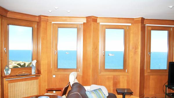 ventanas mixtas de aluminio y madera piso Tarragona -reforma Carreté Finestres