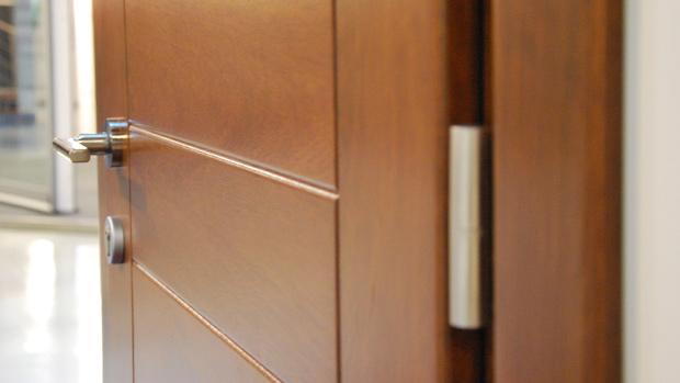 exposición fabrica de ventanas y cerramientos Carreté Finestres ventanas de madera mixtas y ventanas de madera y aluminio puertas seguridad de diseño